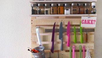 Organizador de utensilios de cocina con un palet