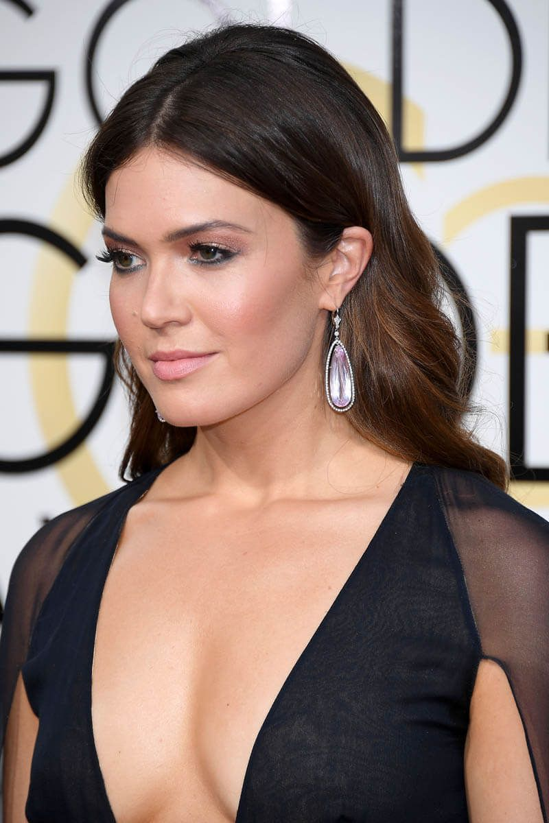 Mandy moore golden globes 2017 what i adore mandy mandy moore neil lane earrings naeem khan dress at the golden globes great eye makeup too baditri Image collections