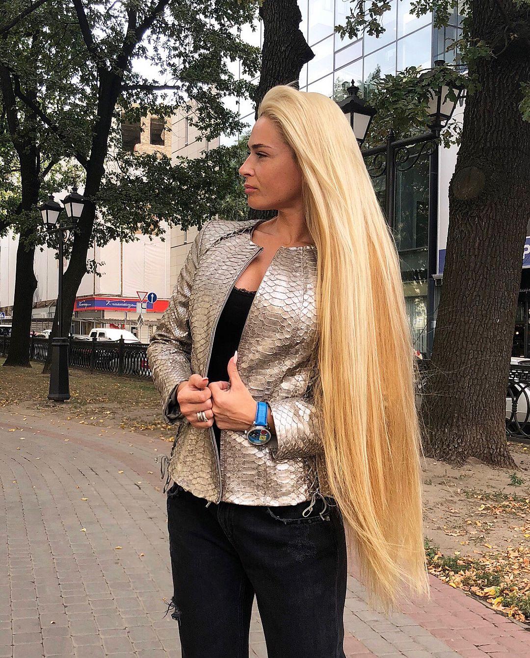 блондинка с очень длинными волосами видео любительское ростом популярности