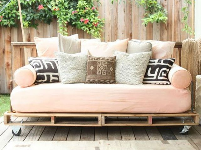 55 Idees Deco Pour S Amenager Une Terrasse Canon Elle Decoration Pallet Patio Furniture Diy Daybed Pallet Daybed