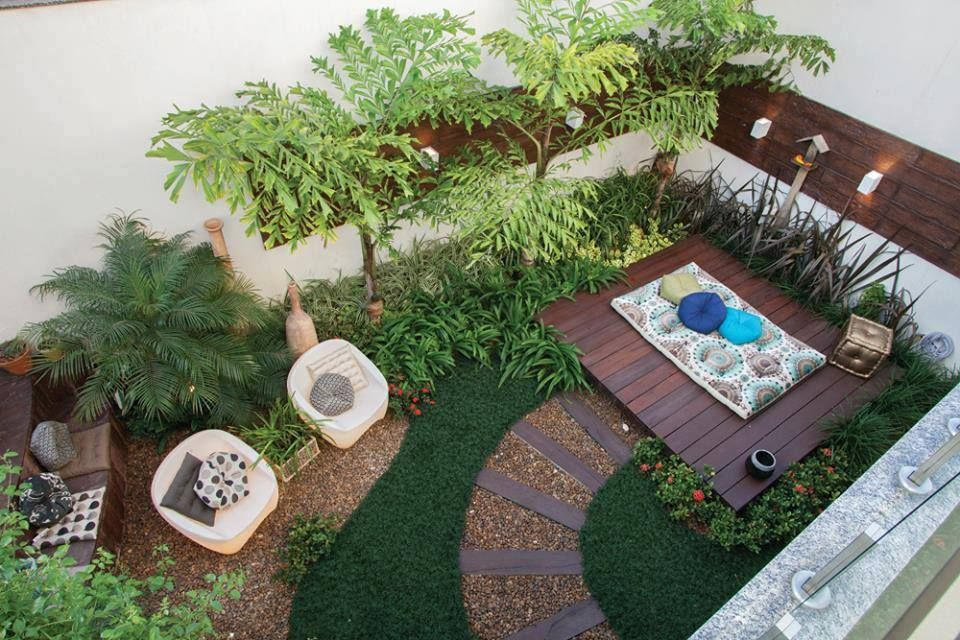Id es d co maison petit jardin fleuri confortable for Decoration petit jardin terrasse