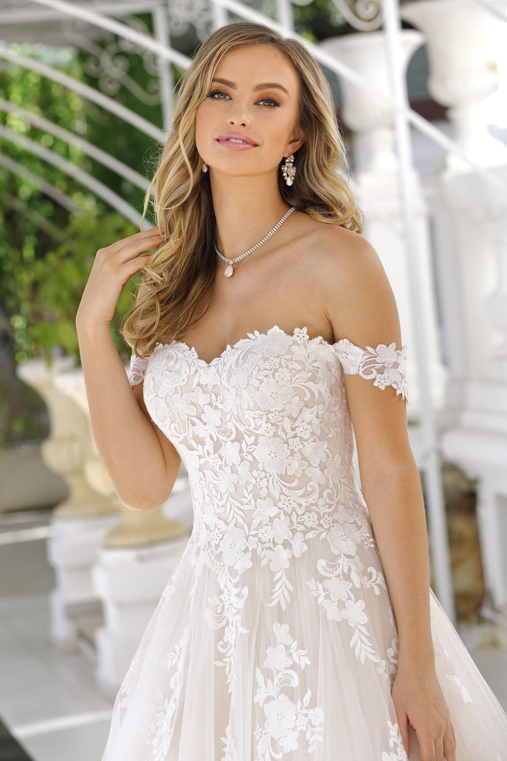 Ladybird Kollektion 18  Hochzeitskleid prinzessin spitze