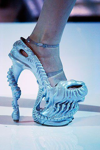 Art deco shoes... It seems like it's so easy to walk with them..