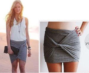Deze vouw je van een grote lap stof met een speld zo om je heen. ====================================================Just i peace of fabric and now sewing just wrap it around your body