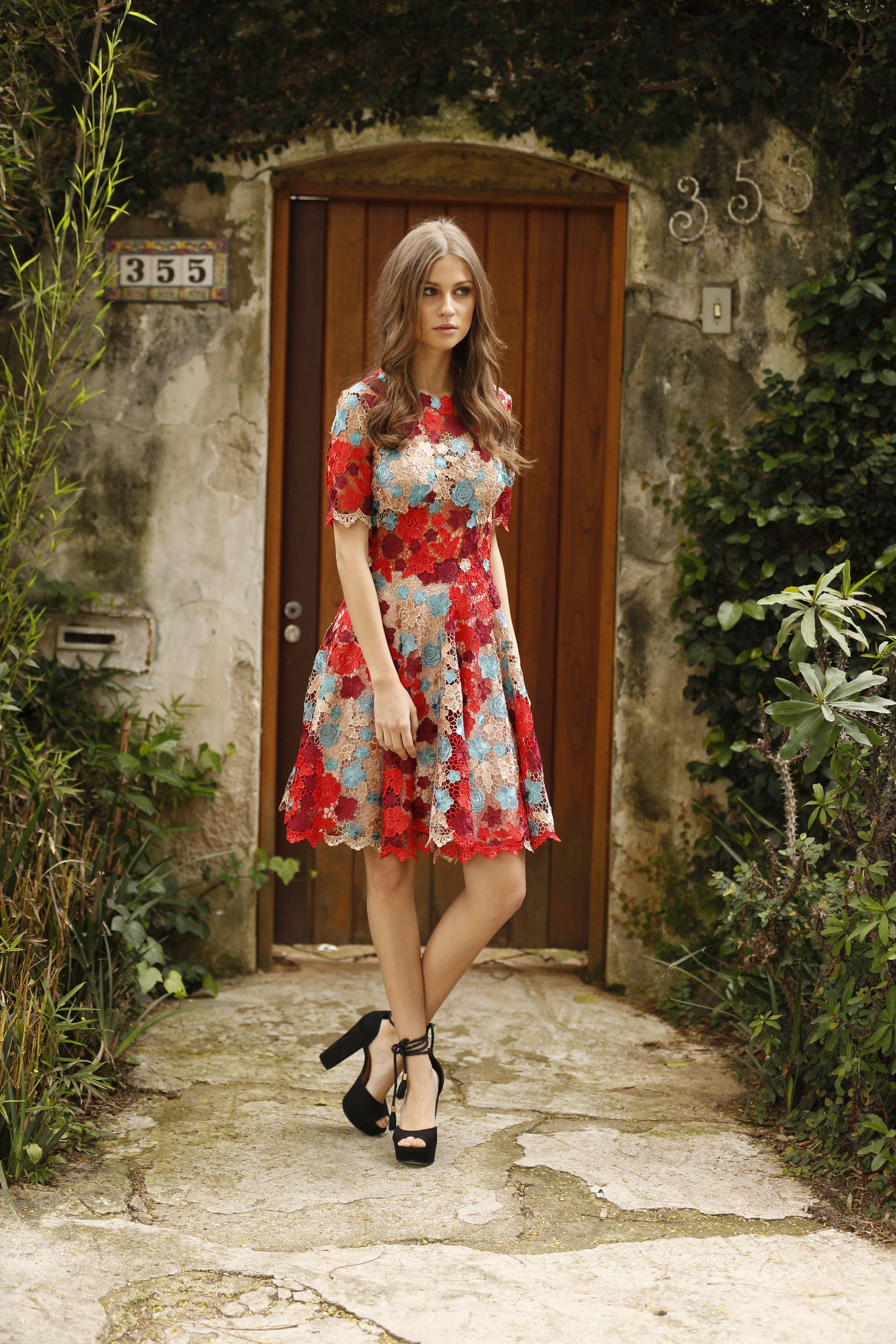 9d7f2e417 vestido de festa curto manga curta todo em renda vermelho nude cor de rosa  azul claro