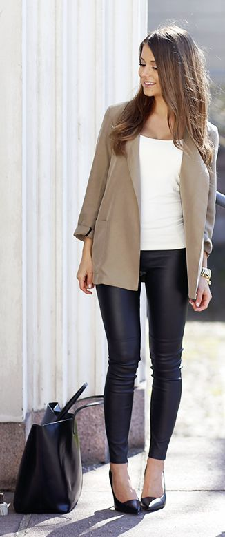 Loose Blazer And Leather Pants Casual Chic Streetstyle by Mariannan