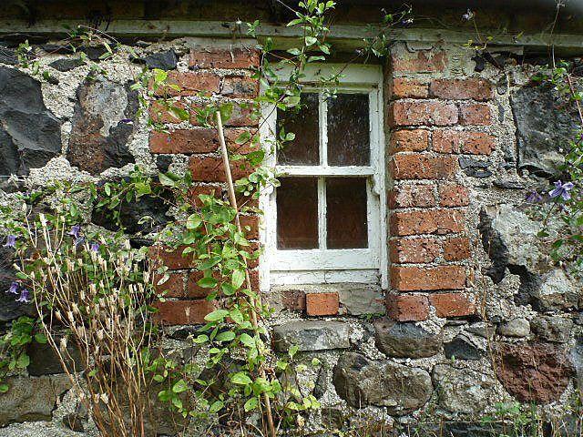 Cruck Frame Cottage Old cottage