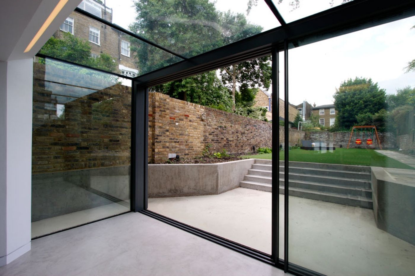 Frameless glass fin facade frameless glass sliding doors amp pool - The Versatile Glass Extension On This Traditional Home Uses A Glass Roof Frameless Structural Glass