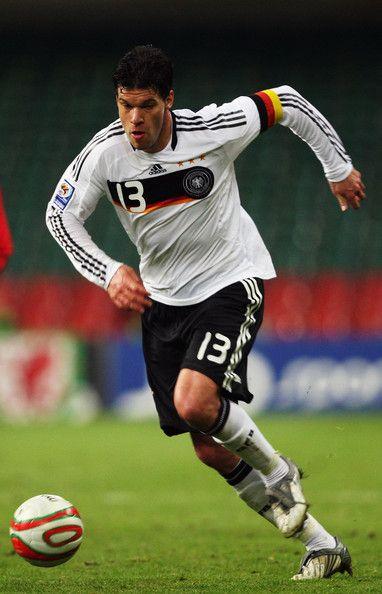 Michael Ballack Photos Photos Wales V Germany Fifa2010 World Cup Qualifier Futebol Soccer Jogadores De Futebol Futebol Mundial