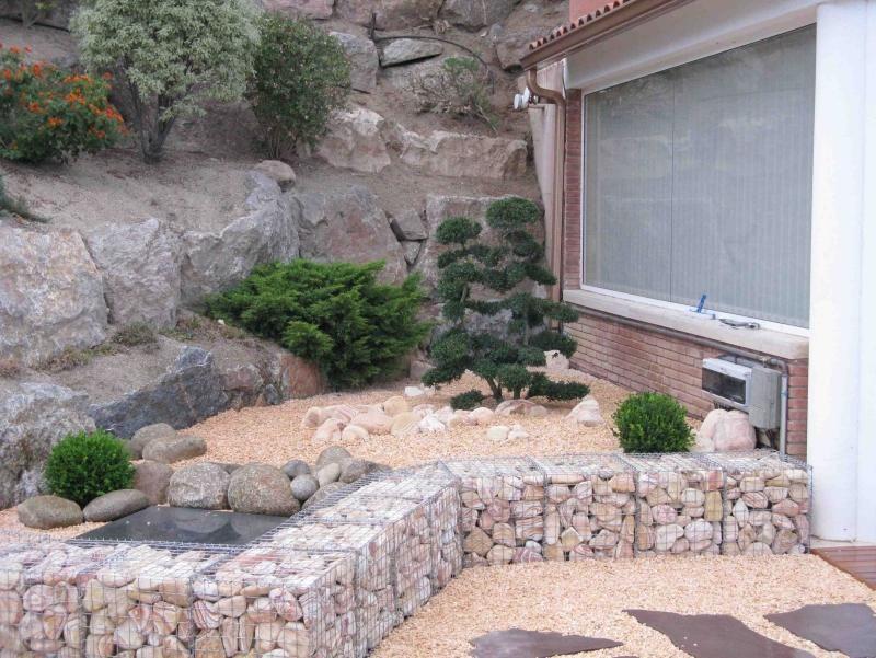 Moderne gartengestaltung mit gabionen und kies allerlei for Gartengestaltung mit gabionen