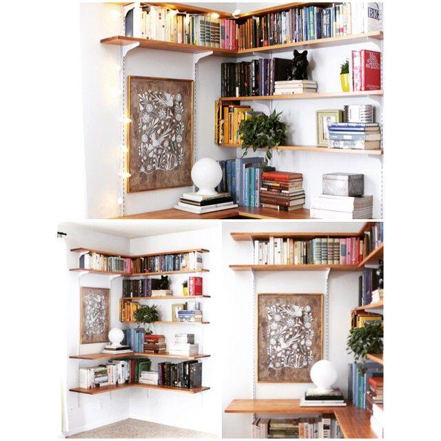Estante de trilho: multifuncional. • • • #Estante #Prateleiras #Trilhos #HomeOffice #Sala #PequenosEspaços #Organização #Organization #Decor #Décor #Decora #Decorar #Decoração #Decoration #Decorating #InstaDecor #Design #Cool #Style #Home #House #HomeDecor #Casa #Office #Inspiração #Inspiration