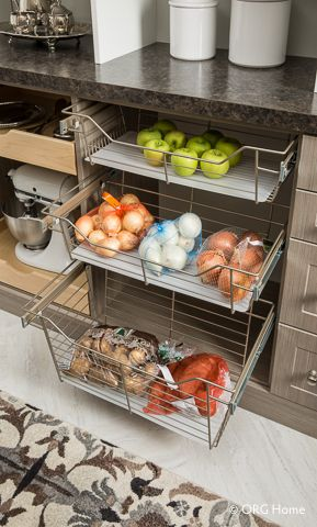 5 Must-Have Butler's Pantry Design Features