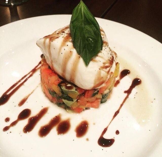 Burrata tomates tricolores & avocat