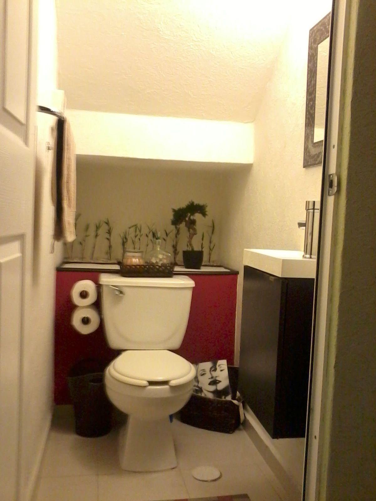 Toilette Bajo La Escalera Ocupando Esos Peque Os Espacios De  # Muebles Guersan