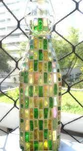 Resultado de imagem para garrafas de vidro decorada