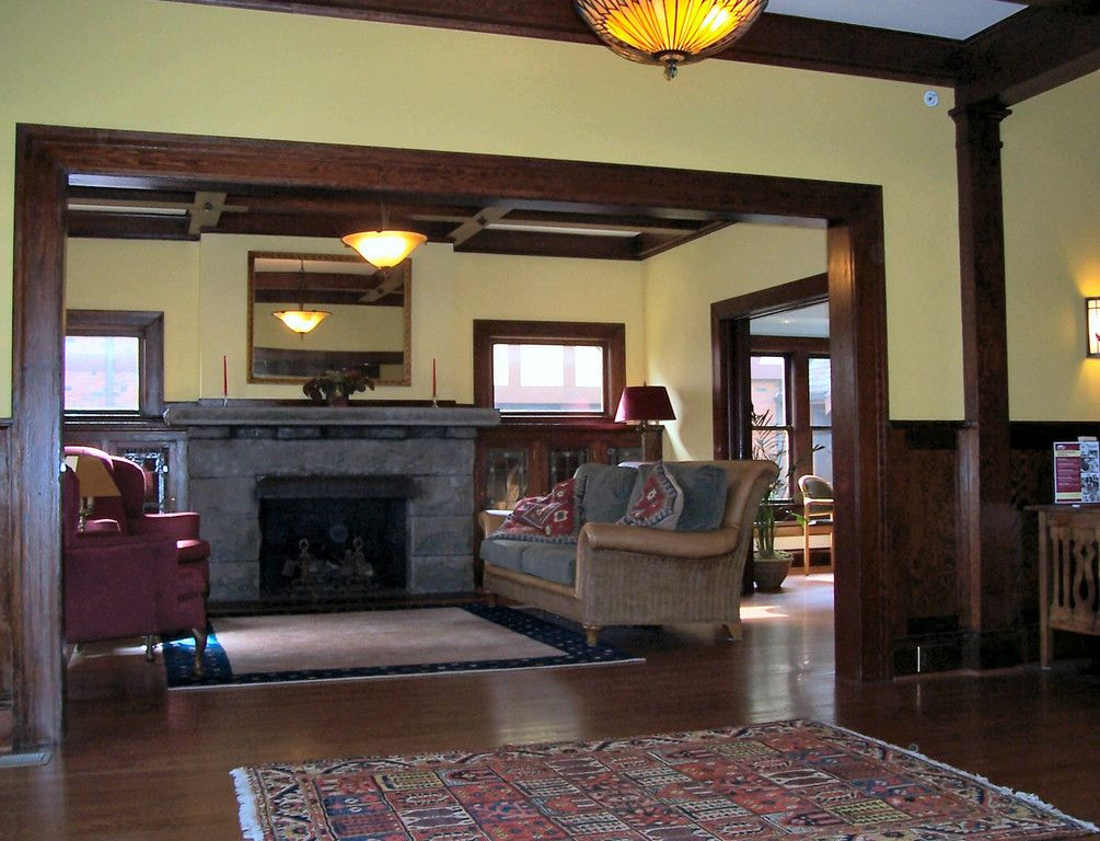 The m g nease house pdxhousehistory craftsman style for Craftsman interior design elements
