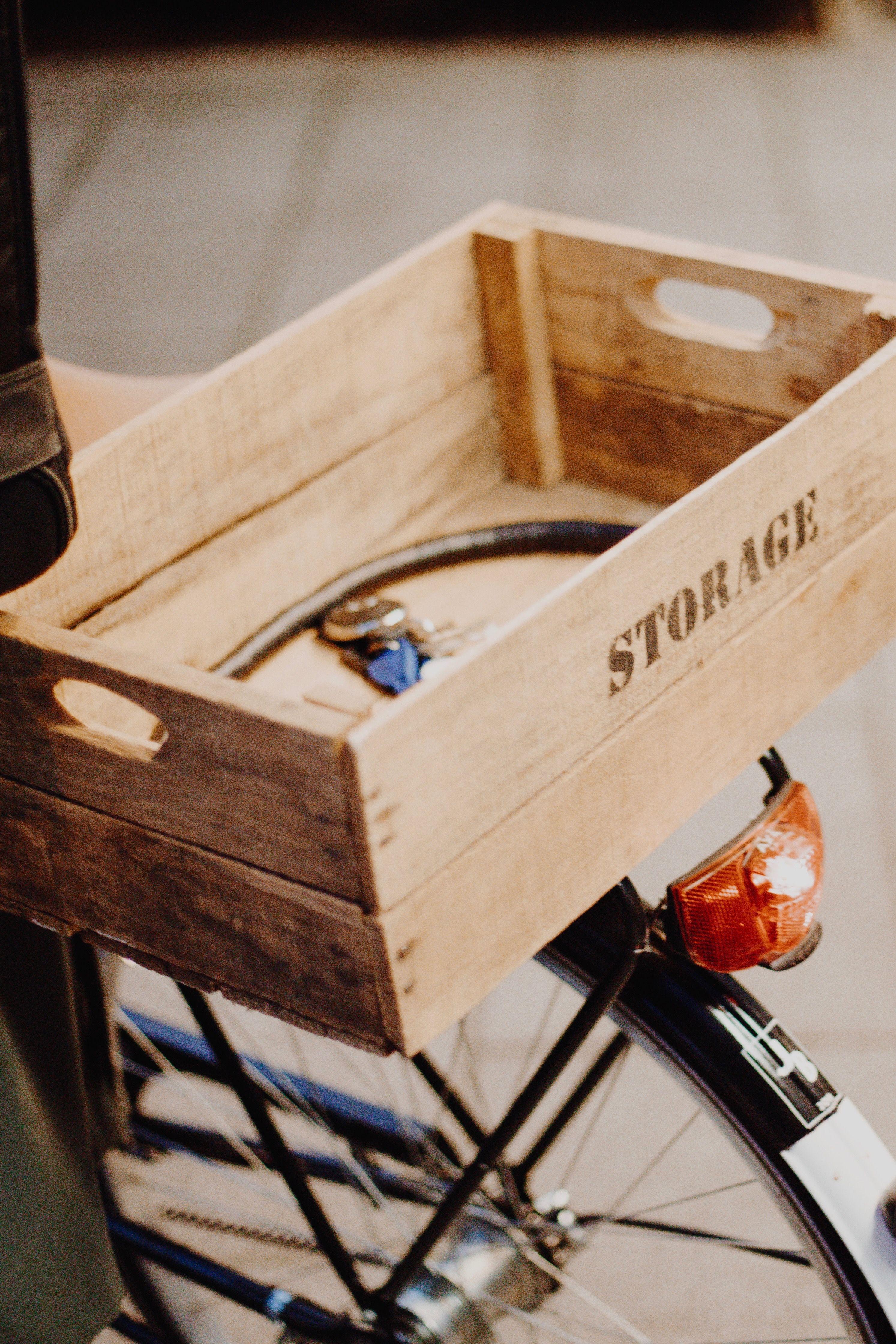 Die Stylische Alternative Zum Fahrradkorb Einfach Eine Kleine Holzkiste Auf Dem Gepacktrager Oder Am Lenker Montieren Und Schon Fahrradkorb Holzkisten Fahrrad
