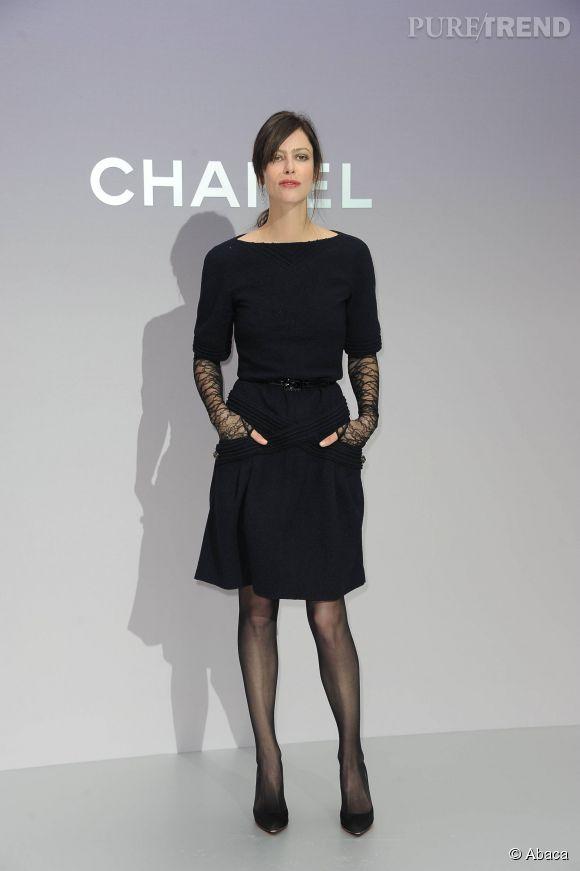 Connu PHOTOS - Anna Mouglalis et sa petite robe noire pour le défilé  MU18