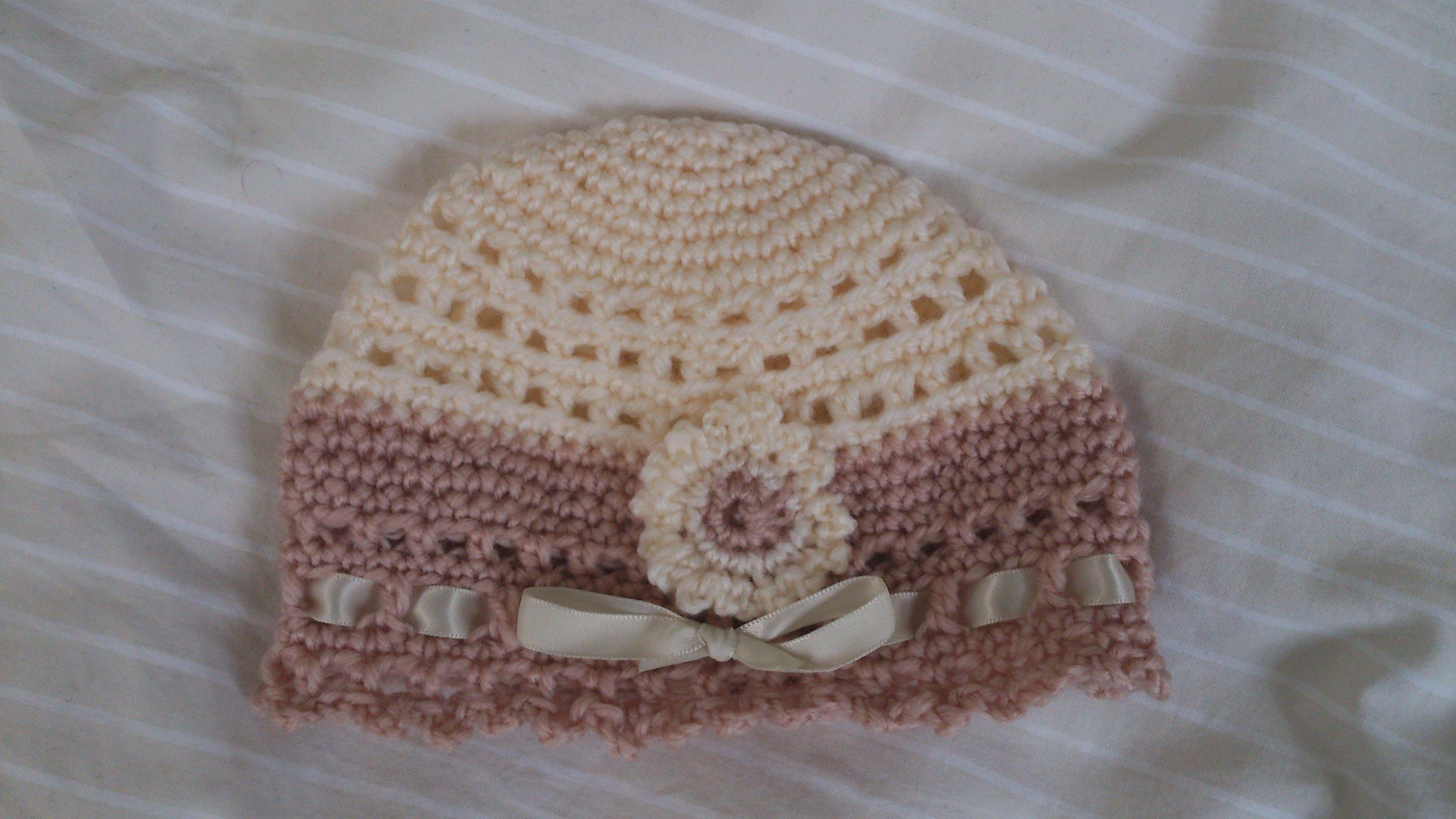 Crochet baby\'s hat, pattern from \
