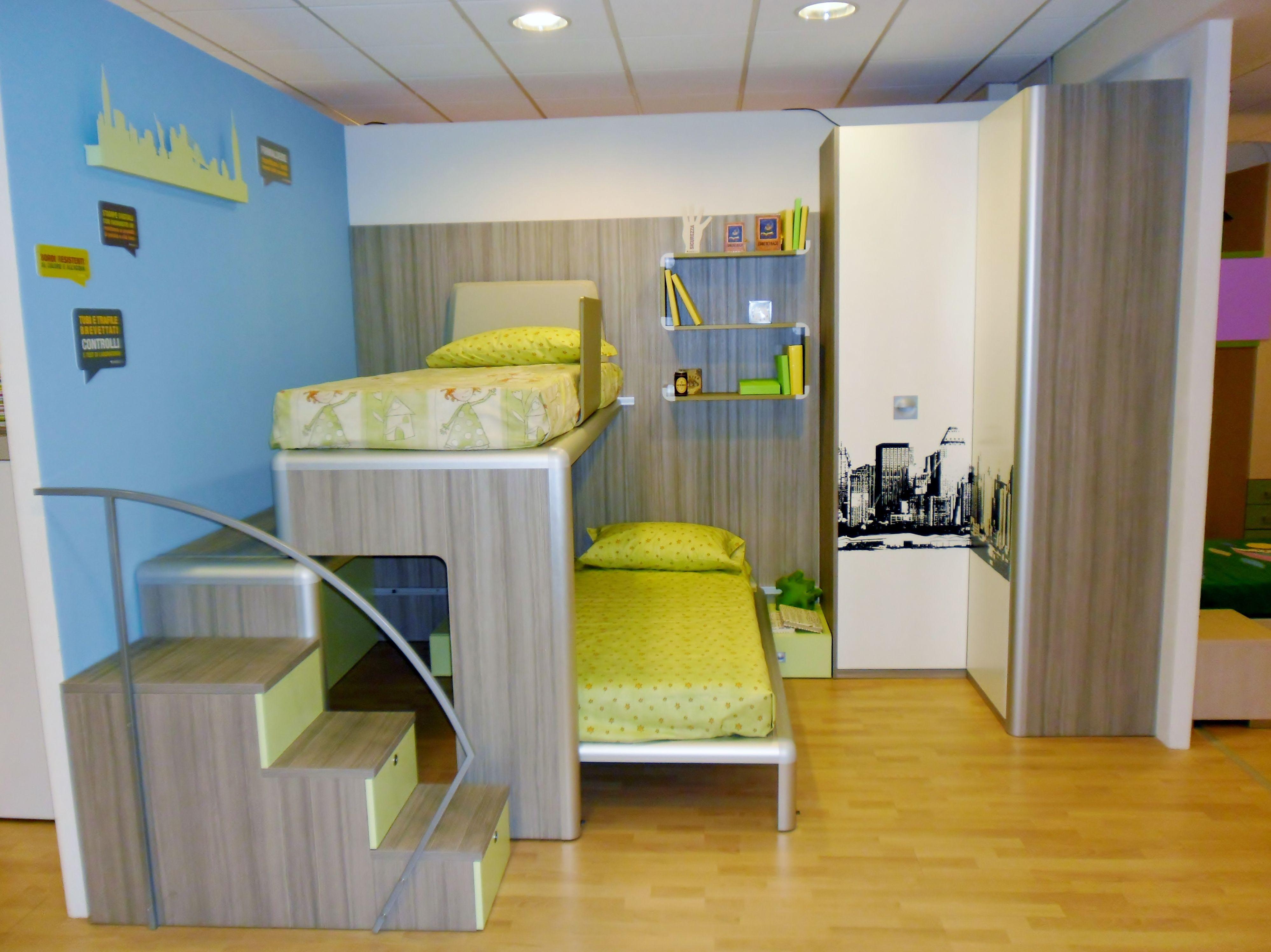 Cameretta completa di letto a castello scorrevole su pedana, letto inferiore scorrevole su ...