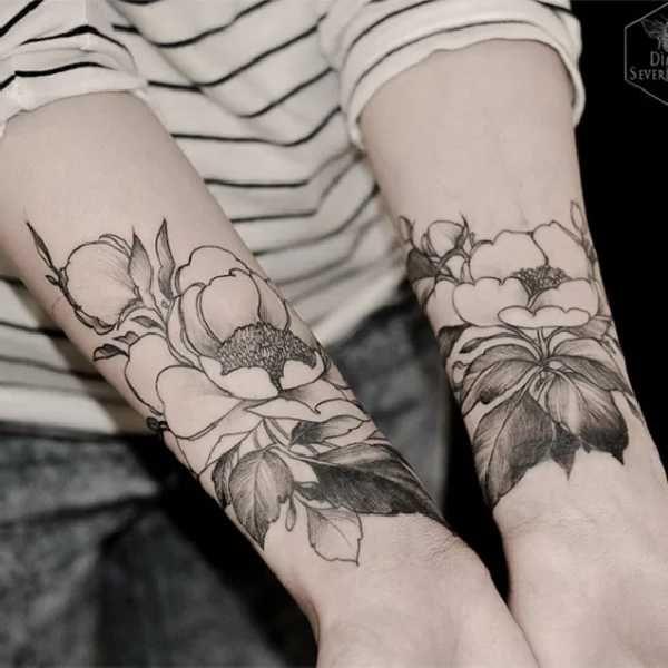 Blumen Tattoos Mit Diana Severinenko Unterarm Blume Tattoo Mohnblumen Tattoo Und Blumentattoos