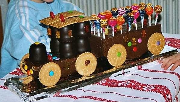 KinderGeburtstagsLokomotivKuchen  creadoocom  Kind Geburtstag  Pinterest  Kuchen