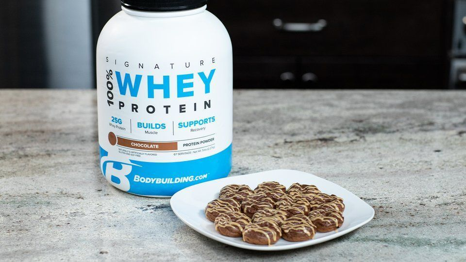 Chocolate Protein Donuts #proteindonuts This quick and easy protein donut recipe is everything you need to turn your favorite cheat into a healthy treat! #proteindonuts Chocolate Protein Donuts #proteindonuts This quick and easy protein donut recipe is everything you need to turn your favorite cheat into a healthy treat! #proteindonuts