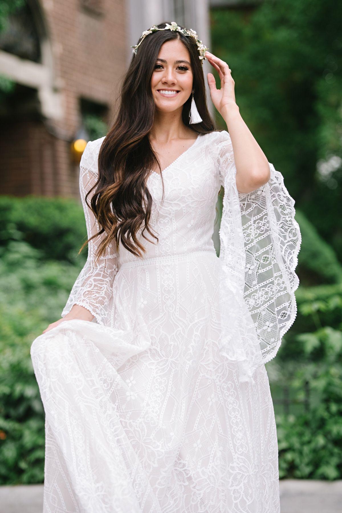 Arwen In 2021 Wedding Dresses Bell Sleeve Wedding Dress Blue Bridesmaid Dresses Short [ 1800 x 1200 Pixel ]