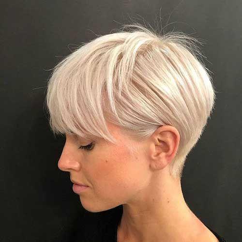 Coiffures blondes courtes modernes pour les femmes