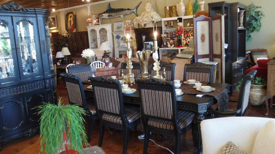 Britannia Rose Dining Room Set Rectangular In Deep Black Finish Features Elegant Gold Color Tipped Accents Coveri Interior Lighting Ornate Details Home Decor