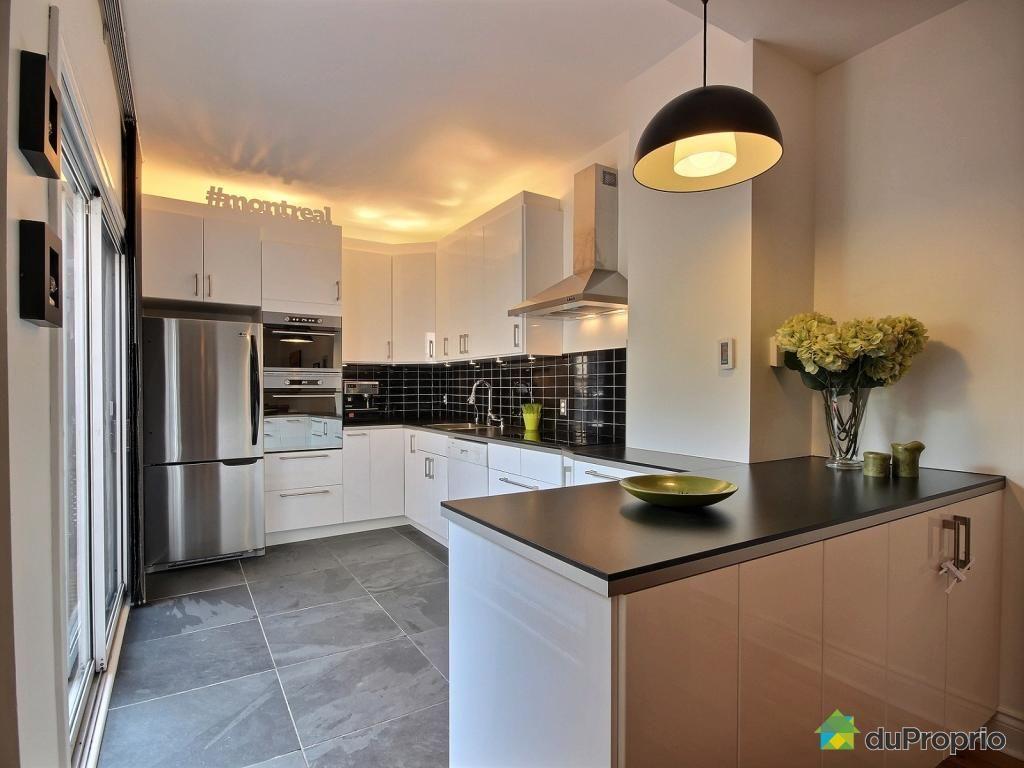 Tr s belle cuisine contemporaine avec beaucoup de rangement amoires blanches c ramique - Tres belle cuisine equipee ...