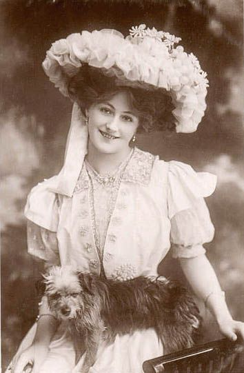 Vintage lady with fancy hat and dog