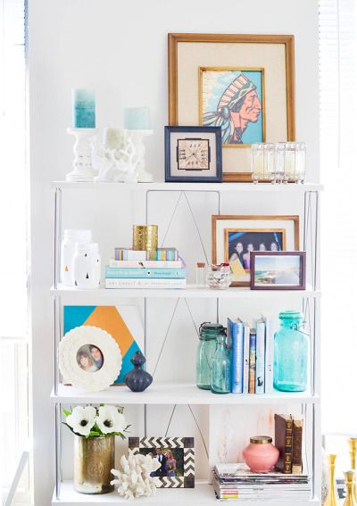 How to style bookshelves: http://www.stylemepretty.com/living/2015/04/09/5-steps-to-the-perfect-bookshelf/ | Photography: Advice from a 20 Something - http://advicefromatwentysomething.com/