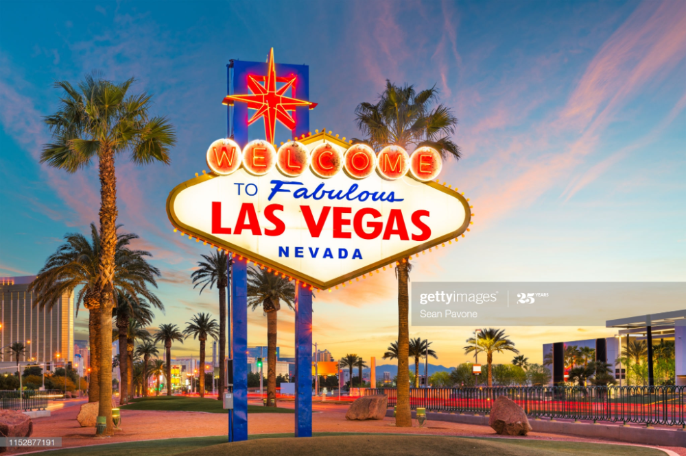 Las Vegas Nevada Usa At The Welcome To Las Vegas Sign At Dusk Las Vegas Sign Las Vegas Vacation Vegas Vacation
