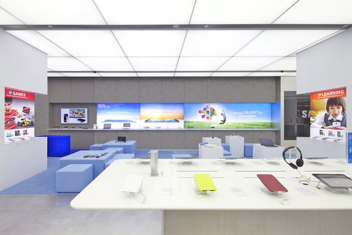 Samsung Experience Store By OMA Singapore
