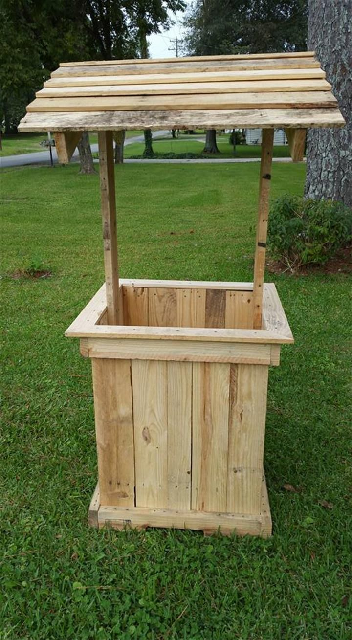 Wishing well out of pallets pallet furniture pallets for Crafts made out of pallets