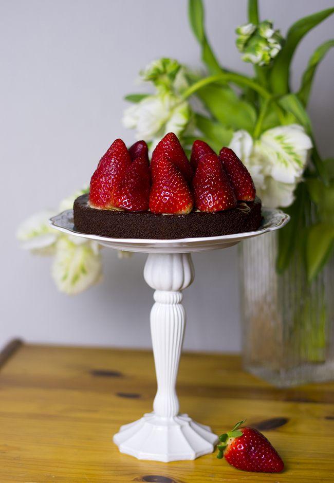 DIY Vintage Cake Stand.