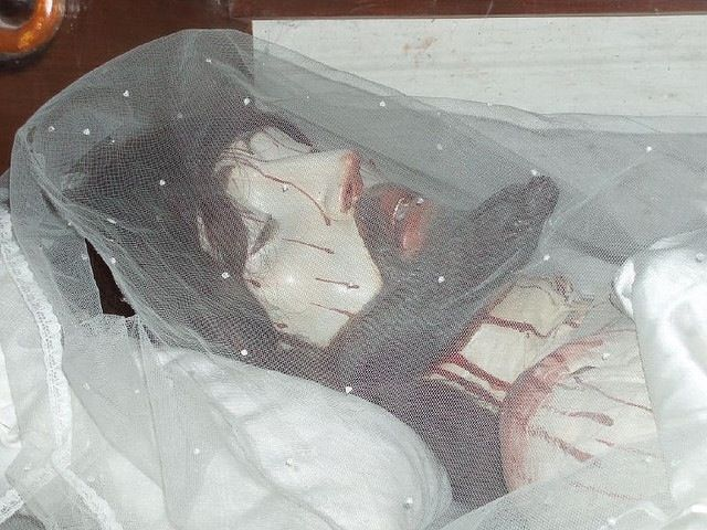 Cristo hecho con restos humanos.