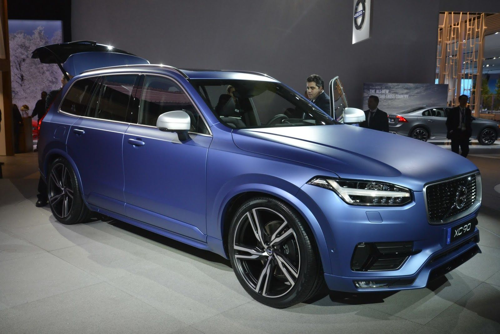 Volvo s 2016 xc90 r design makes north american debut in a cool matte blue