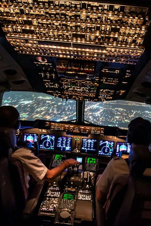 One Of The Better Full Flight Deck Shots Aircraft Civilian - Airline captain takes amazing photos from his cockpit and no theyre not photoshopped