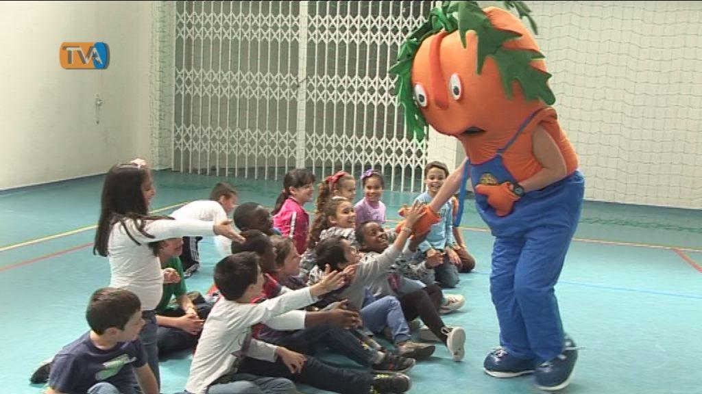 Heróis da Fruta - Lanche Escolar Saudável é um projecto que tem como objectivo incentivar as crianças a comer frutas todos os dias e a conhecer a sua importância na alimentação. Os alunos da Escola EB1/JI Águas livres concluíram com sucesso o desafio lançado pelo projecto.