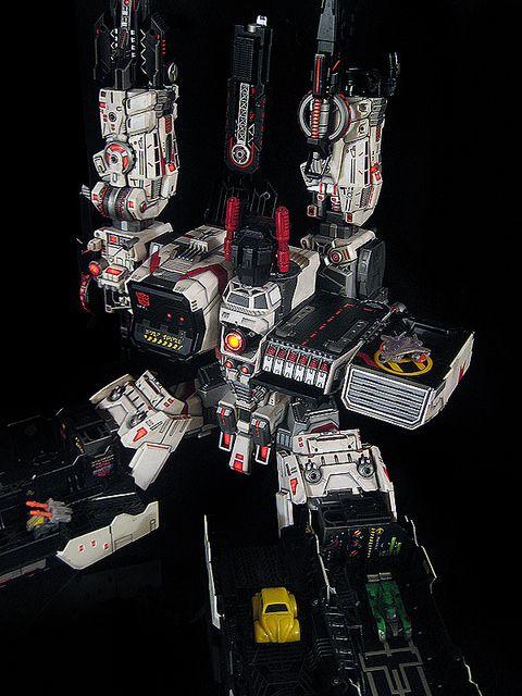 Ultimate Metroplex Autobot City Triple Changer Third