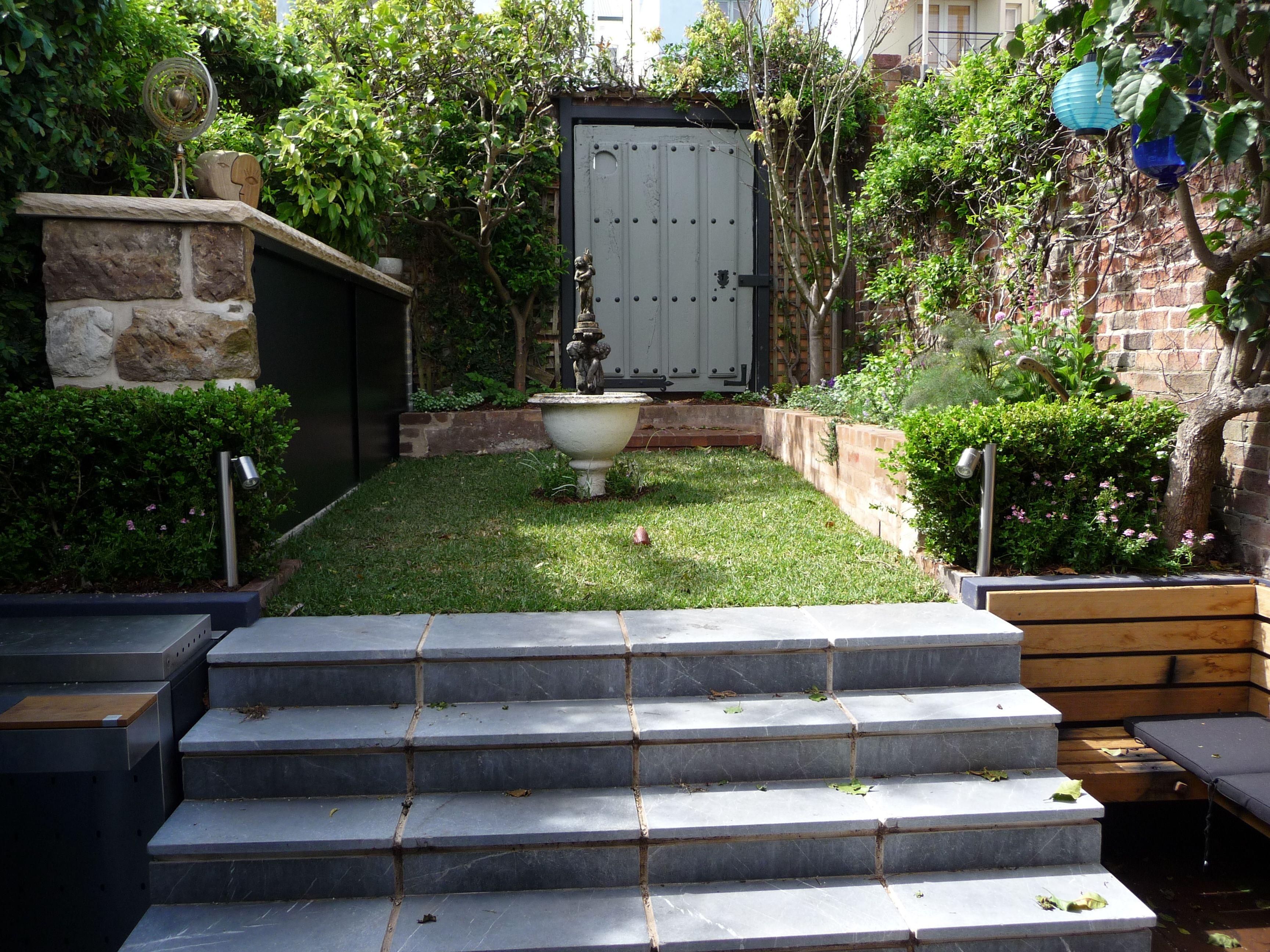 Задния двор