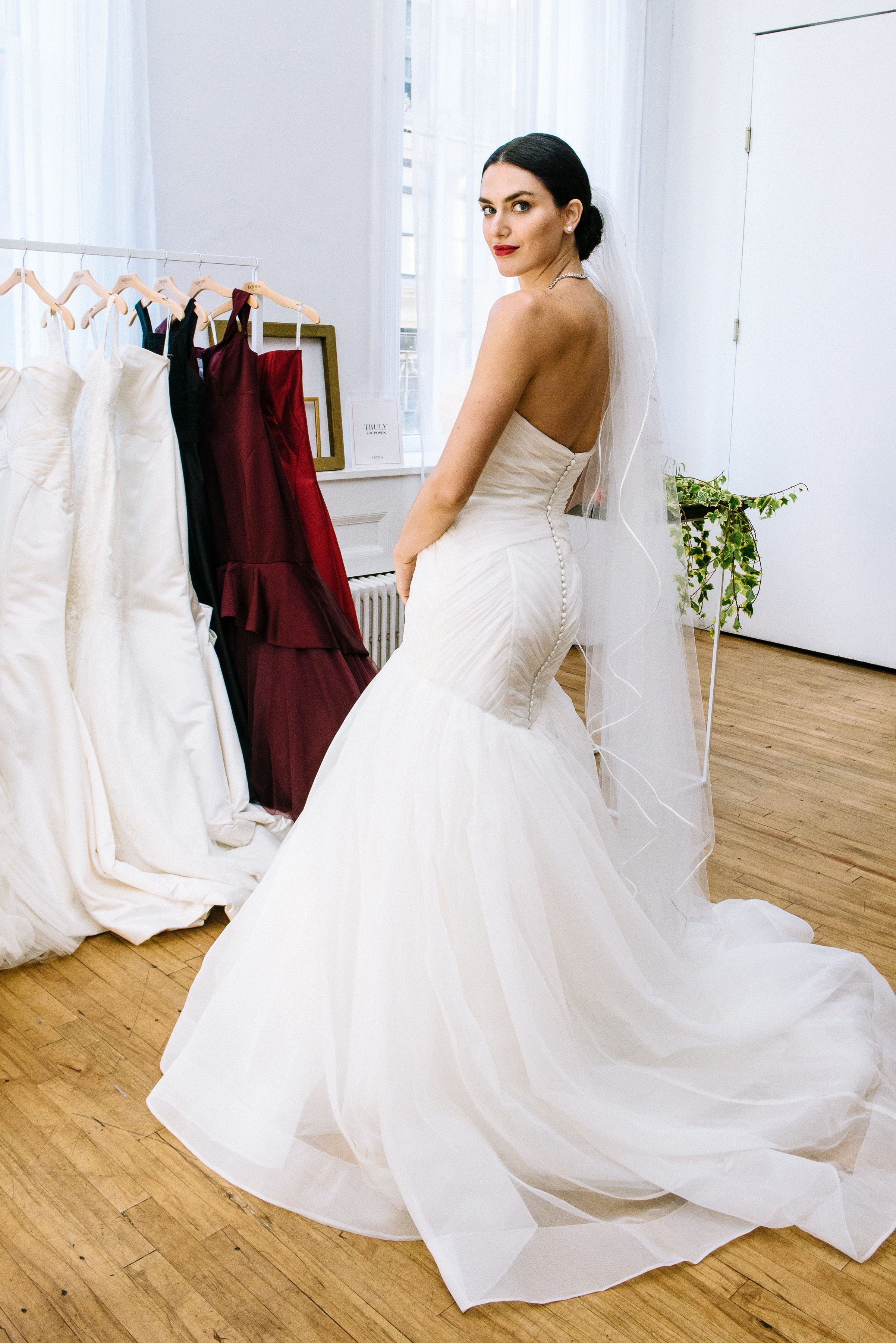A Mermaid Wedding Dress Hugs Your Curves In All The Right Areas For A Wedding Look That Is Wedding Dress Organza Wedding Dresses Davids Bridal Wedding Dresses [ 3600 x 2403 Pixel ]