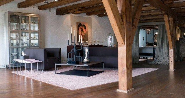 Schwarze Möbel Set Wohnzimmer Holz Balken Bilder Metall Schrank