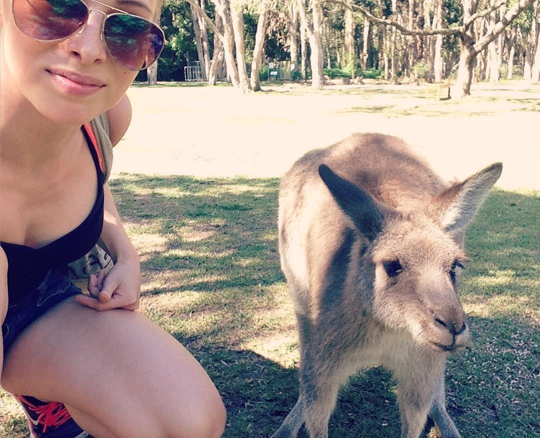 HYVÄÄ VAPPUA SUOMEEN!!  #kangarooselfie  #kenguru #currumbinwildlifesanctuary #kangaroo #selfie #me #weekoldpic #havingfun #happy #travellingaroundtheworld #travelling #australia #goldcoast #downunder #finnishgirl #hyväävappua by pinja.seppala http://ift.tt/1X9mXhV