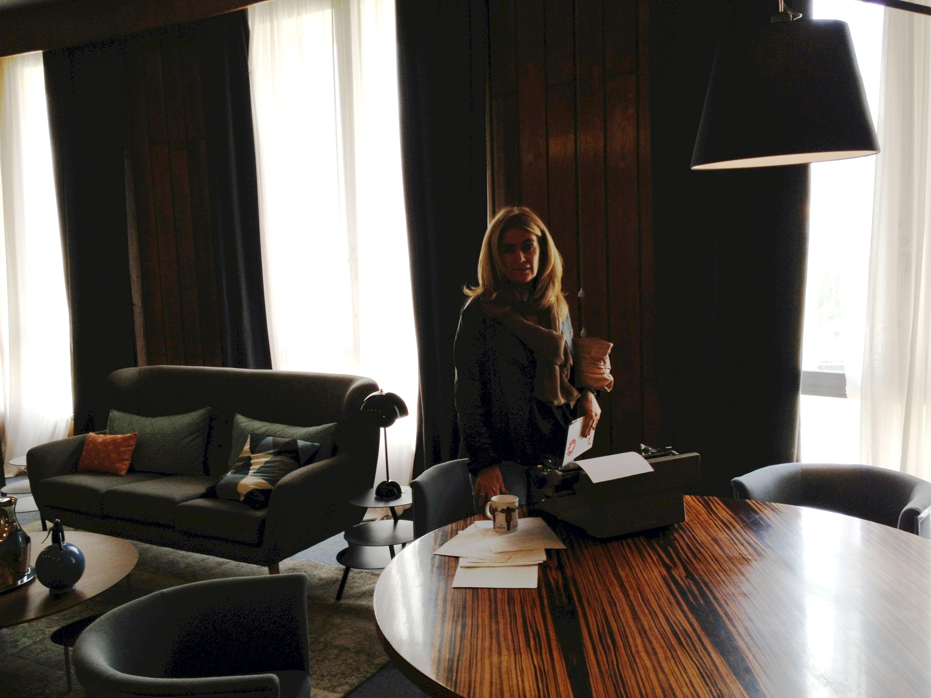 Mesa –y antigua máquina de escribir– del que fue despacho del embajador británico en España #casadecor