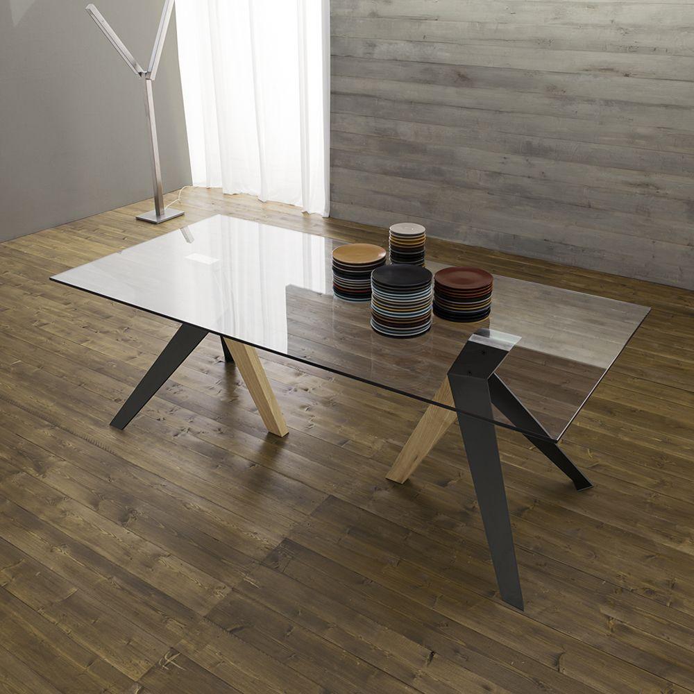 Tavolo da pranzo con piano in vetro e gambe in metallo e legno Trame ...