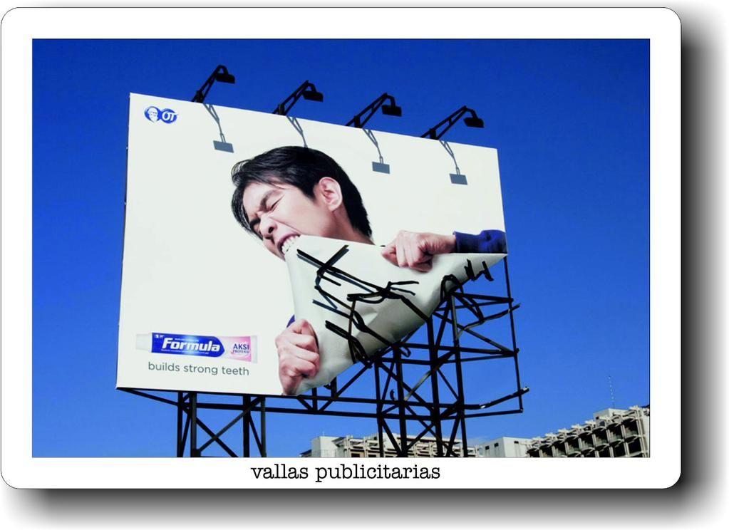 Diseño gráfico, impresión digital en gran formato y montaje para vallas publicitarias