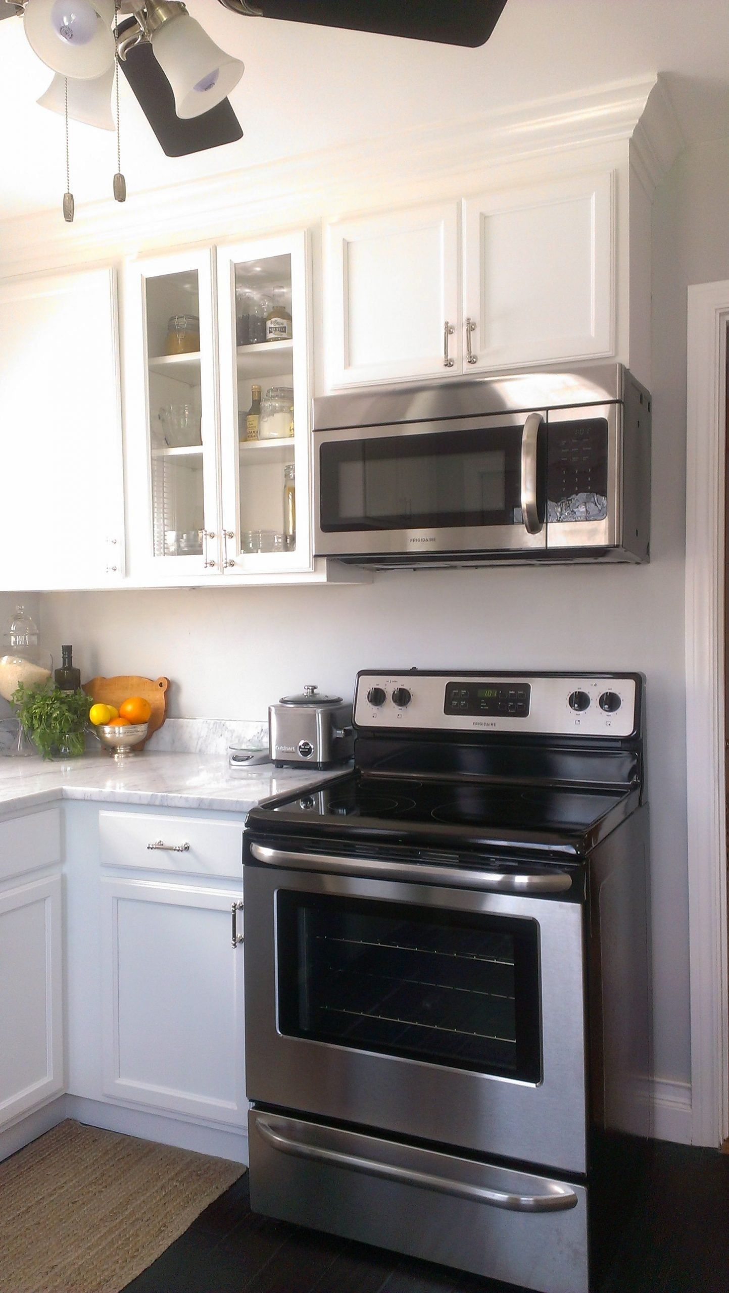 Small Kitchen White Cabinet Stainless Appliance Fresh Small Kitchen White Cabinets Carrara Marble Count In 2020 White Modern Kitchen Small White Kitchens Small Kitchen